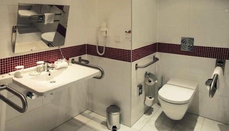 Γιάννης Κωνσταντάτος τουαλέτες ΑΜΕΑ σύστημα πυρασφάλειας ράμπες