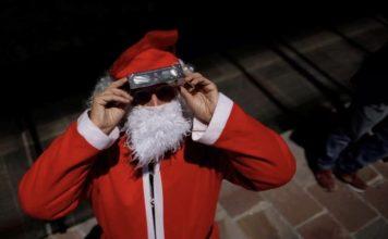 ντυμένος Άγιος Βασίλης γηροκομείο κόλλησε 75