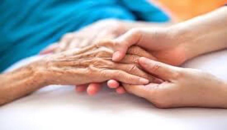 Δήμος Αγίου Δημητρίου δίπλα σε ηλικιωμένες ηλικιωμένους