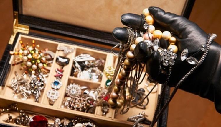 Γεωργιανή οικιακή βοηθός κοσμήματα
